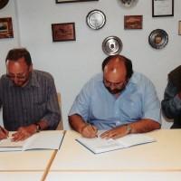 Die Verträge werden unterschrieben